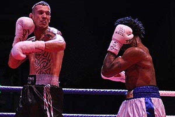 Tomáš Kovács boxoval so súperom z Ugandy celých 12 kôl.