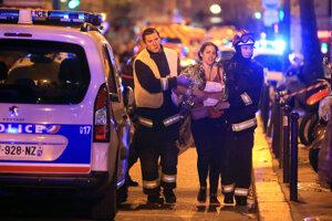 Teroristi v Paríži zabili 130 ľudí.