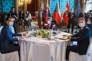 Na snímke zľava rakúsky kancelár Sebastian Kurz, český predseda vlády Andrej Babiš a premiér Eduard Heger.