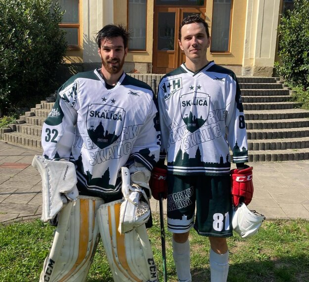 Dve nové posily skalického tímu. Vľavo brankár Ondrej Dekány, vpravo Jaroslav Bachratý.