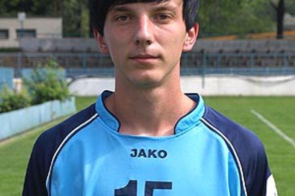 Adam Bratský je kmeňový hráč FC Nitra, v Corgoň lige nastúpil dvakrát.