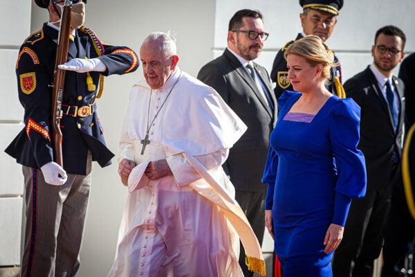 Pápež František si so slovenskou prezidentkou Zuzanou Čaputovou rozumie.