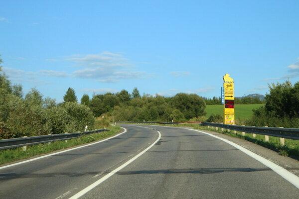 Cesta prvej triedy číslo osemnásť je mimoriadne významná cesta I. triedy, prechádza Žilinským, Prešovským aKošickým krajom.  Cesta bola zriadená ešte vroku 1946 ako jedna zo 16 pôvodných ciest prvej triedy na Slovensku. Významná je aj tým, že vedie paralelne popri diaľnici, ateda ponúka náhradnú trasu vprípade uzávierky alebo pre tých, ktorí necestujú diaľnicou.