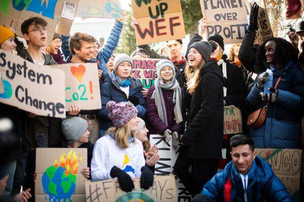 Mladá Greta Thunbergová sa stala tvárou klimatického hnutia. Predstava, že osud planéty trápi iba mladú generáciu, je mýtus.