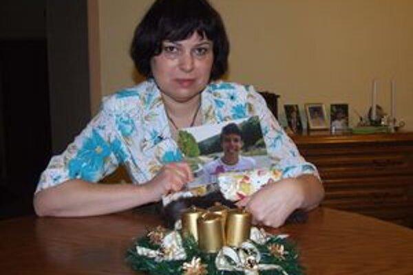 Šimonova mama so synovou fotkou.