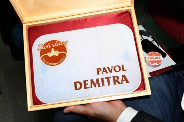 Členom Siene slávy trenčianskeho hokeja sa stal aj Pavol Demitra.