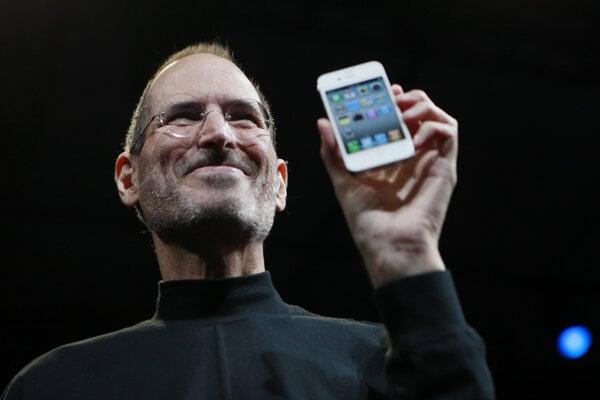 Zakladateľ Applu Steve Jobs predstavuje iPhone.