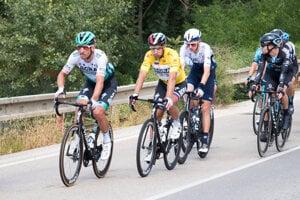 Peter Sagan (v žltom) vyhral preteky Okolo Slovenska.