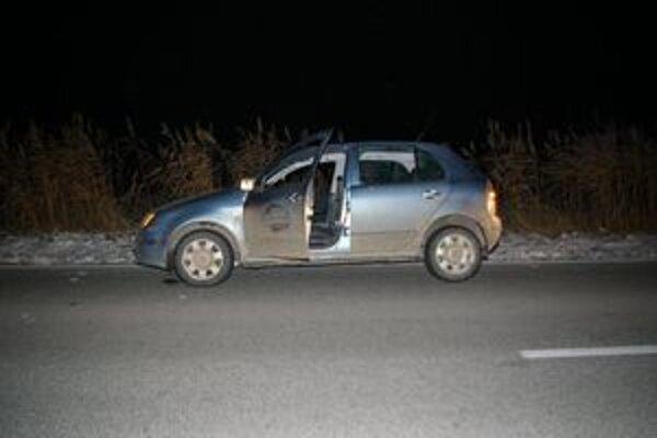 Muž s prestrieľaným autom  ušiel a odstavil ho medzi Matúškovom a Hornými Salibami.