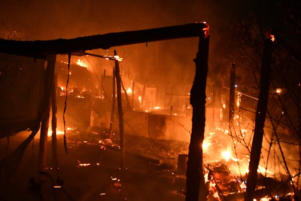 Požiar v utečeneckom tábore na ostrove Samos.