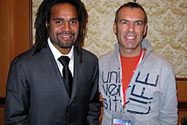 Milan Ivanka s Francúzom Christianom Karembeuom, členom technického úseku FIFA, ktorý analyzoval hru mužstiev na MS 2010.