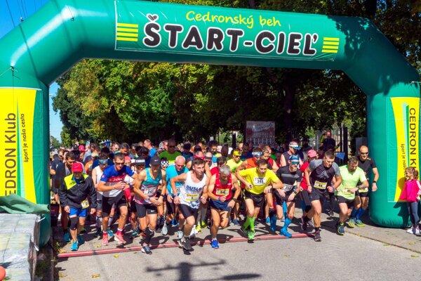 Na štarte hlavného behu bolo takmer 150 účastníkov.