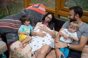 Lenka Kováčová sa cítila v Hainburgu viac v bezpečí ako v slovenskej pôrodnici. Verí, že aj na Slovensku sú sestry, ktoré by mali záujem viesť prirodzené pôrody s minimom lekárskych zásahov.