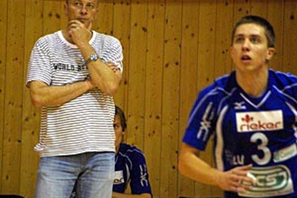 Zverenci trénera Ján Hukel po sobotňajšej vydretej výhre s posledným Púchovom tentoraz v Bratislave nezískali ani set.
