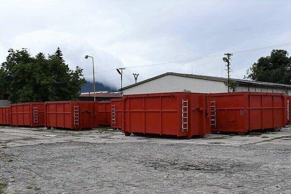 Špeciálne kontajnery v areáli Záchrannej brigády v Humennom.