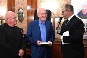 Vladimír Varga svoju knihu pokrstil za prítomnosti viacerých ľudí z prostredia futbalu.