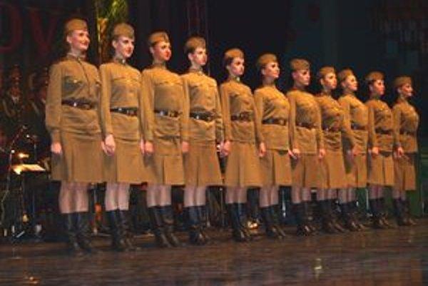 V Alexandrovcoch spievajú len muži, ale medzi tanečníkmi sú aj ženy.
