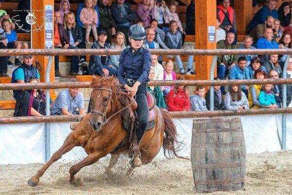 Nika Skladaná, barrel race
