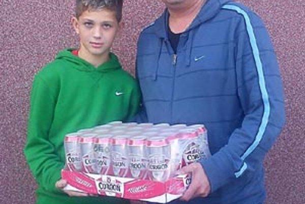 Pre pivo si prišiel výherca v 12. kole - Róbert Baláži (vľavo) s otcom Ladislavom.