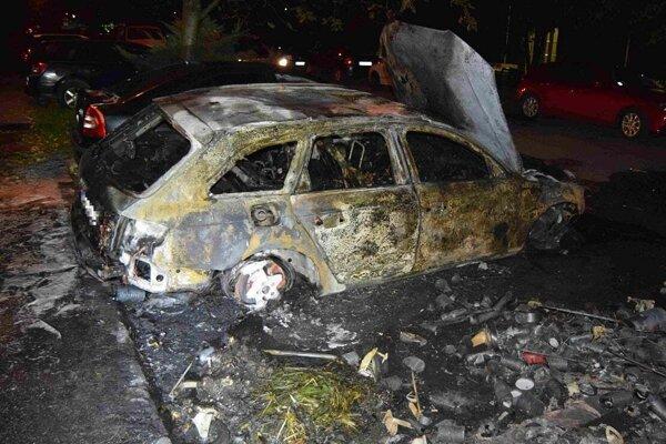 Zhorené auto