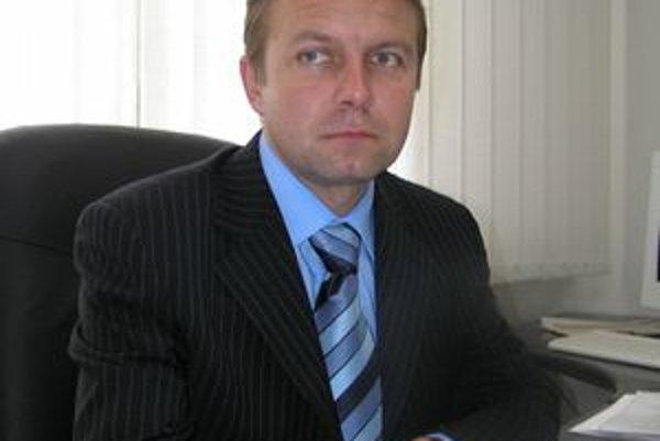 Vladislav Borík zo Smeru nahradí vo funkcii vicežupana Ľubicu Burdovú, ktorá Smer kritizovala. Borík bude popri Jánovi Vančovi (KDH) a Ladislavovi Kollárovi (SDKÚ) tretím nitrianskym podžupanom.