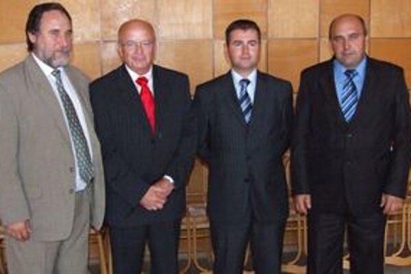 Lednár (druhý zľava) dostal podporu od Kľučiara (KDH), Kéryho (Smer) a Mladého (HZDS).