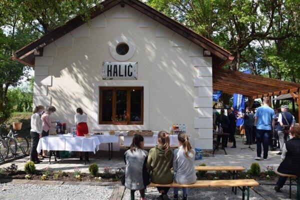 ilustračné foto- Z bývalého a opusteného strážneho domčeku v Haliči sa stal reprezentatívny vstup do obce. Jeho ponuka sa má rozšíriť o novú atrakciu.