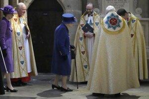 Britská kráľovná Alžbeta II. prichádza na bohoslužbu v londýnskom Westminsterskom opátstve.