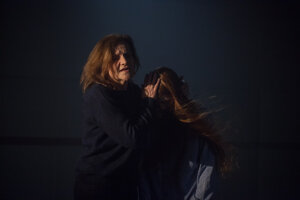 Jana Oľhová a Annamária Janeková v inscenácii Winterreise/Zimná cesta