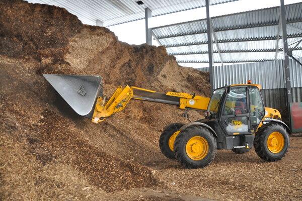 Tehos má dostatočnú zásobu štiepky aj dreva na jej výrobu.