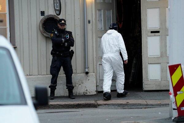 Vyšetrovatelia na mieste útoku.