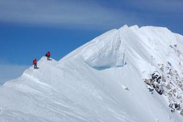 Monumentálnu horu na Aljaške vyliezlo tento rok len štrnásť percent tých, čo sa na ňu odvážili. Medzi nimi bol aj Dušan Myslivec z Nitry.