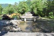 Počas opráv zistili, že stredová podpera mosta nie je založená na betónovom základe.