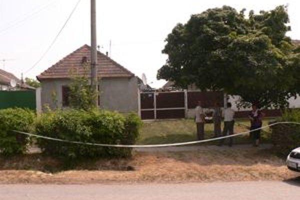 Vo dvore tohto rodinného domu sa stala pravepodobne v októbri minulého roku tragédia.