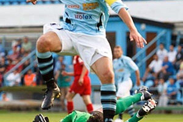 Róbert Rák sa postaral o remízu, keď premenil penaltu, nariadenú po faule na Hodúra.