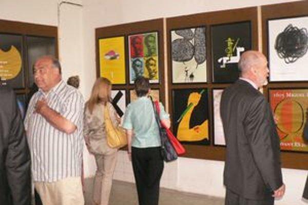 Výstava obrazov španielskych dizajnérov.