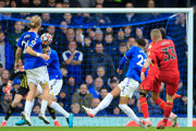 Juraj Kucka strieľa gól v zápase Premier League Everton FC - FC Watford.