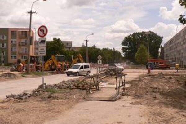 Práce na kruhovom objazde idú podľa harmonogramu, mali by sa dokončiť do konca augusta.