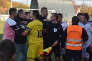 V závere zápasu Kalša - Poprad boli emócie vybičované na maximum.