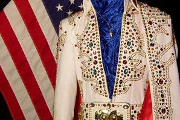 Na výstave uvidíte aj typické Elvisove ozdobené kostýmy.