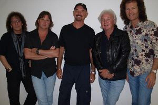 Smokie v Nitre - vľavo spevák Mike Craft, druhý sprava jediný pôvodný člen kapely Terry Uttley.