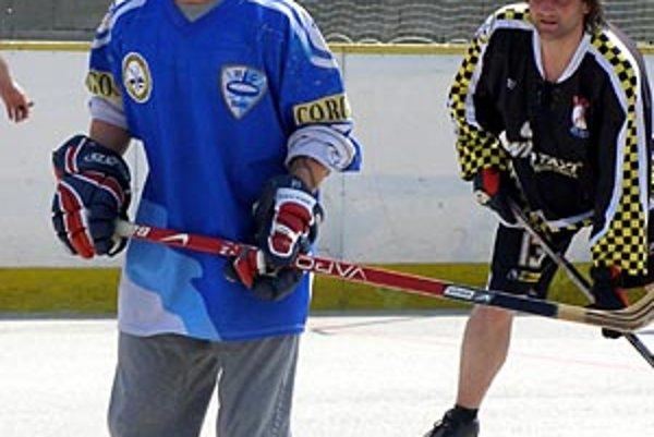 Miňo Stoch si zahral v nedeľu hokejbal vo farskej lige za Double Kill.
