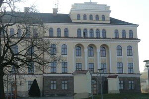 Americký Slovák sa so školáčkou zoznámil na vrátnici misijného domu. Bol tu ubytovaný počas svojho pobytu na Slovensku.