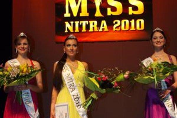 Prvou Miss Nitra je Simona Brečková (v strede), druhá skončila Monika Šagátová (vľavo) a tretia bola Renáta Buchová (vpravo).