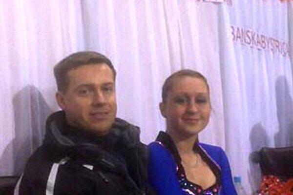 Krasokorčuliarka Nitry Karolína Sýkorová s trénerom Ľubošom Remišom.