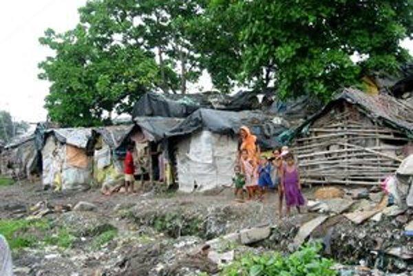 Veľa ľudí prežije v Kalkate celý život pod igelitom na ulici alebo v rozpadnutej chatrči.