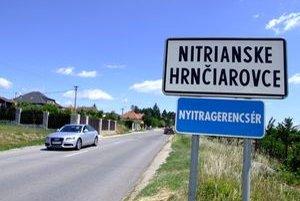 Dedine sa vrátili parcely, ktoré boli predané ešte v minulom volebnom období. Na viacerých už stoja domy. Ako sa s ich majiteľmi obec vysporiada, rozhodnú poslanci.