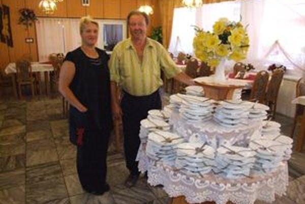 Oľga a Viktor Pivarčioví pracujú v rodinnej reštaurácii Rio v Zlatých Moravciach. V jej priestoroch sa nefajčí už desať rokov - výnimkou je terasa. Problémy s novým zákonom preto mať nebudú.