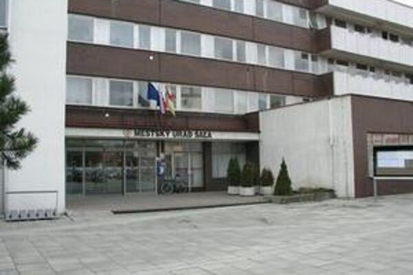 Znižovať výdavky je prinútený aj Mestský úrad v Šali.