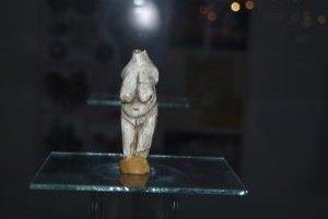 Prvú dámu slovenského praveku, Moraviansku venušu, vyrobil z kla lovec mamutov.